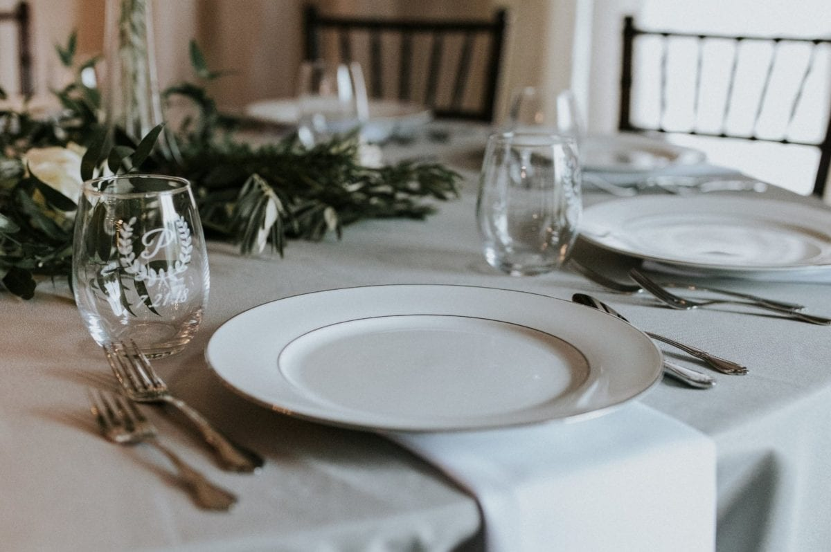 What You Should Know Before Hiring a Wedding Caterer