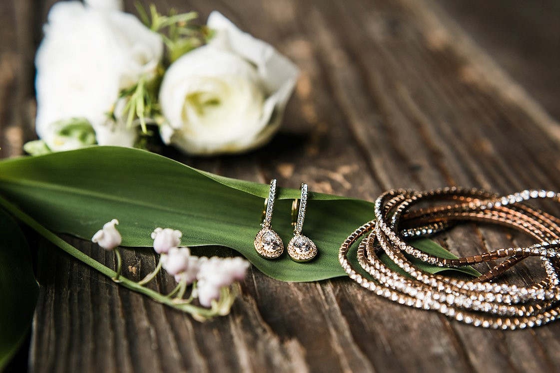 Flowers and jewelry from Ashurst wedding by Jenna Mummau Photography